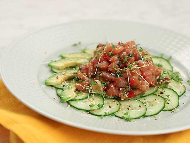 Tartar på tonfisk med avokado och gurka