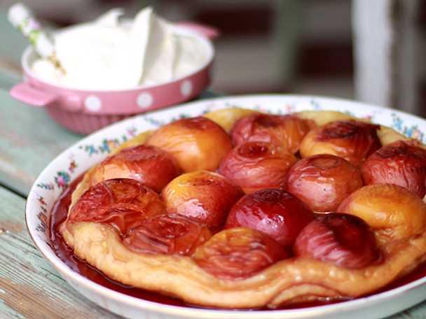 Tarte tatin med persikor och Grand Marnier