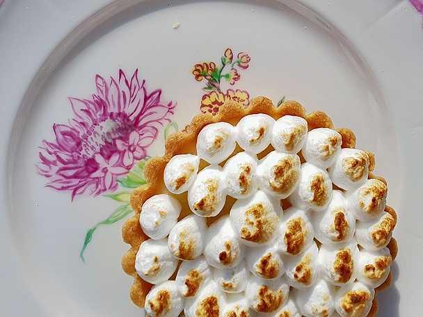 Tarteletter med citronkräm och italiensk maräng