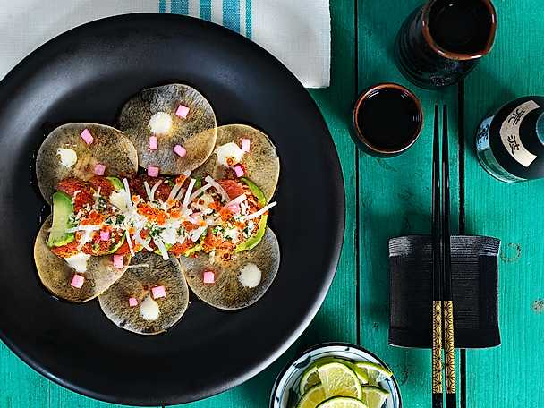 Tatakilax med nashipäron, picklad rättika, japansk dressing och yuzumajonnäs