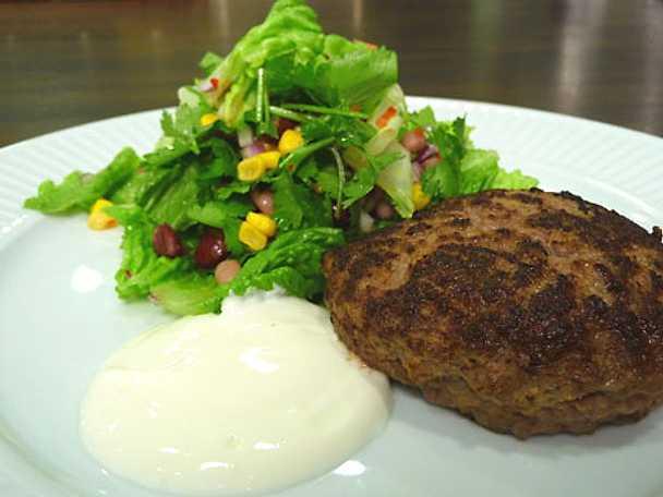 Texmex-biffar med bönsallad och yoghurt