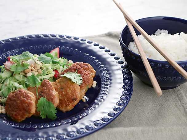 Thai chicken patties med krispig kålsallad