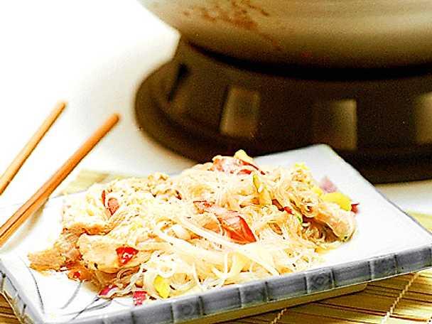 Thaikryddad kyckling med glasnudlar