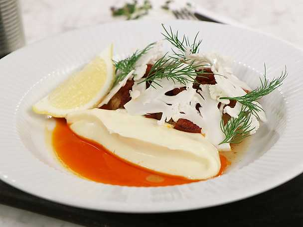 Timjanstekt torsk med knaprig chorizo och blomkål