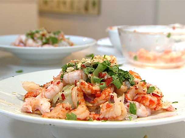 Tinas glasnudelsallad med grillade grönsaker, sardeller och vitlök