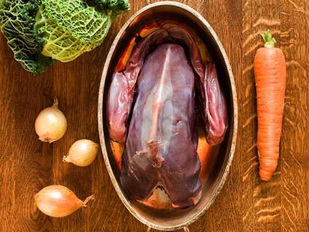 Tjäder (eller annan skogsfågel) och savoykål i gryta
