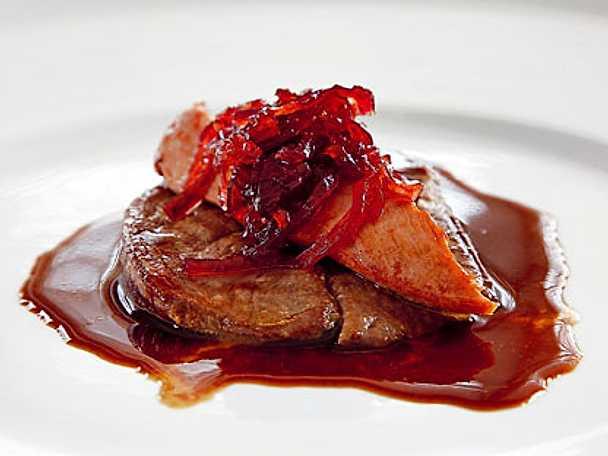 Tjäderschnitzel med rödvinssås och lökmarmelad