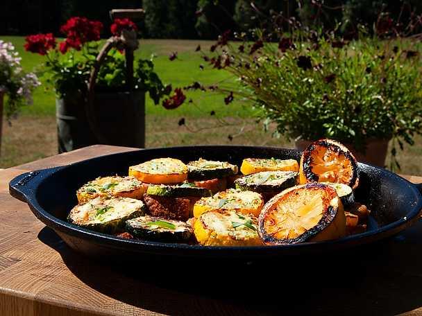 Toast med zucchini, citron och örtsalt