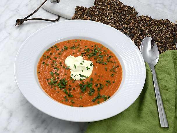 Tomat- och saffranssoppa med fröknäcke