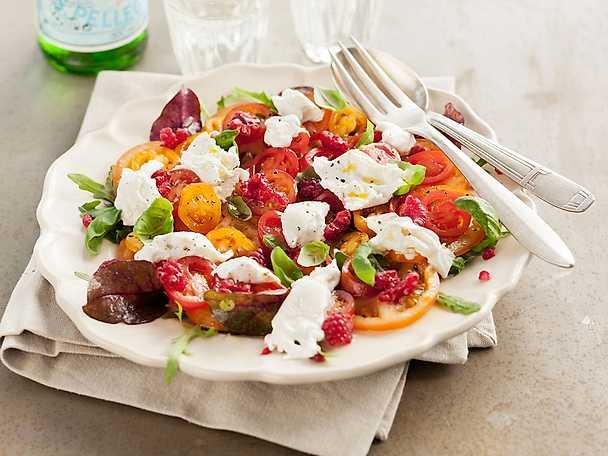 Tomatcarpaccio med burrata och hallon
