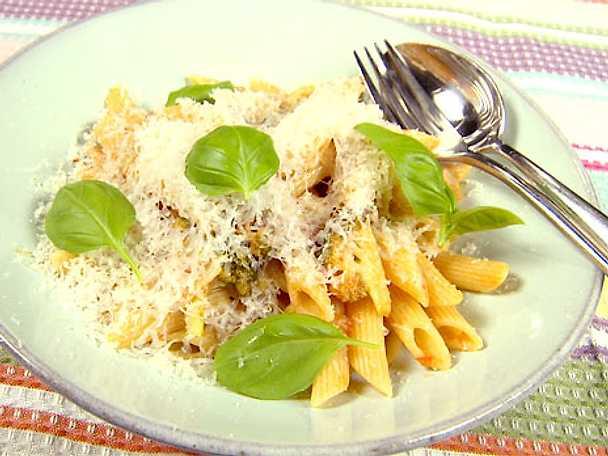 Tomatpasta med broccoli