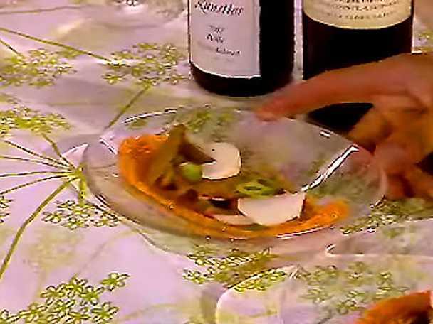 Tomatpuré med krispig majrova, portlak, tomatillos och surdegchips