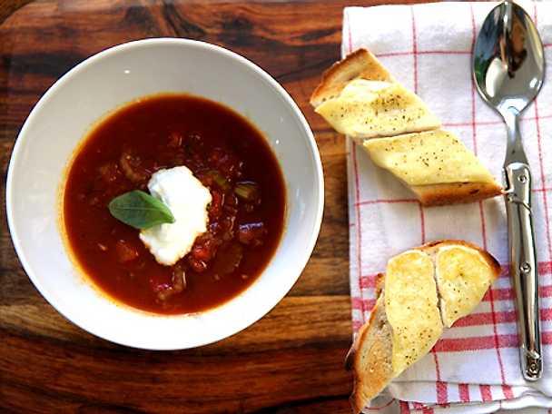 Tomatsoppa med gratinerad toast