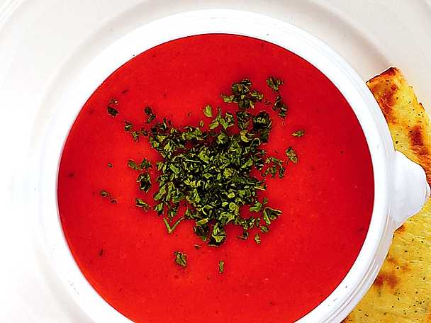 Tomatsoppa med ostkrutong
