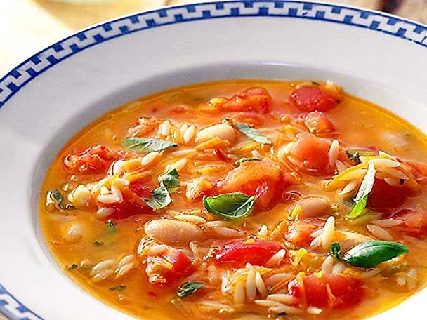 Tomatsoppa med vita bönor och risoni