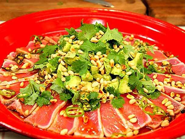 "Tonfisk med avokadosallad ""Nobu style"""