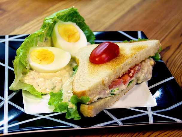 Tonfisksmörgås med cheddarost