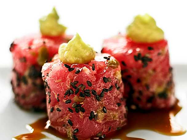 Tonfisktartar med avokadoröra