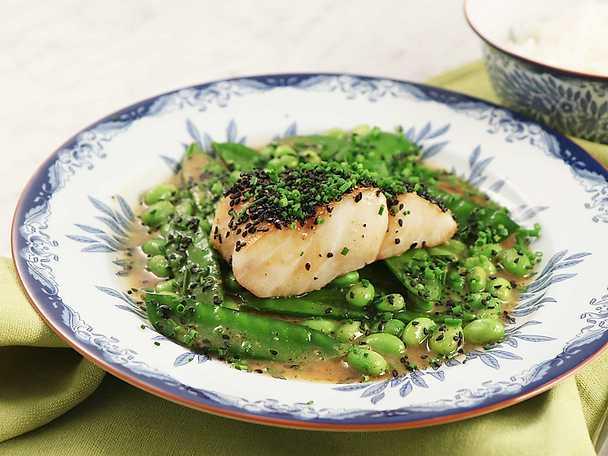 Torsk med brynt misosmör och gröna grönsaker