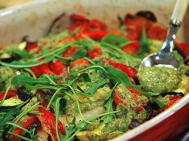 Torsk med pesto och ugnsrostade grönsaker