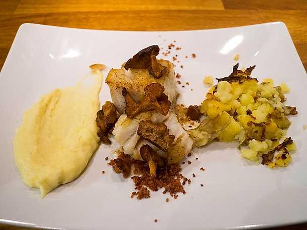 Torskrygg med palsternackspure och bruten potatis