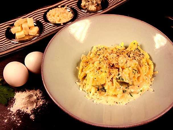 Tortellini med ostsås på taleggio, parmesan och ädelost