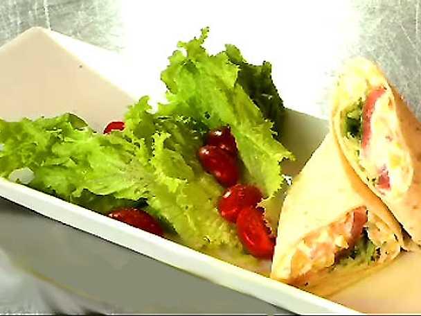 Tortillawraps med gravlax och mangoslasa