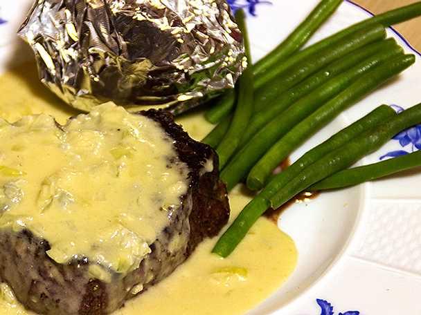 Tournedos gorgonzola à la Kristina med bakad potatis