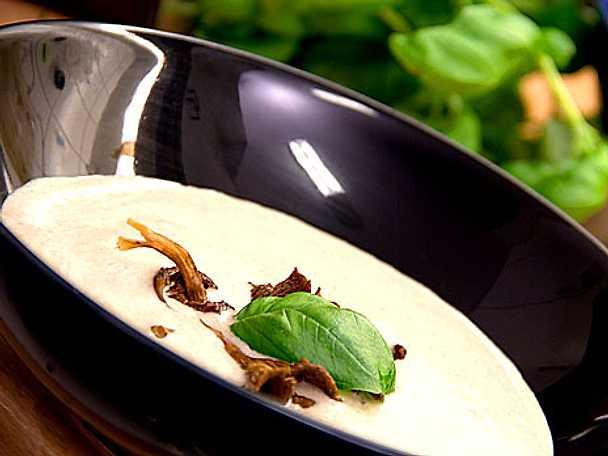 Trattkantarellsoppa med gorgonzola