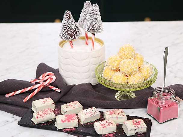 Tre sorters julgodis - hallonkola, chokladbollsklubba och saffranstryffel
