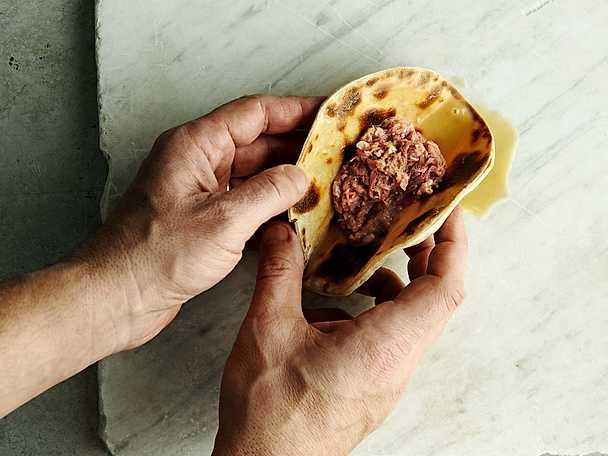 Tuttul (tunnbröd) med slarvsylta och smör