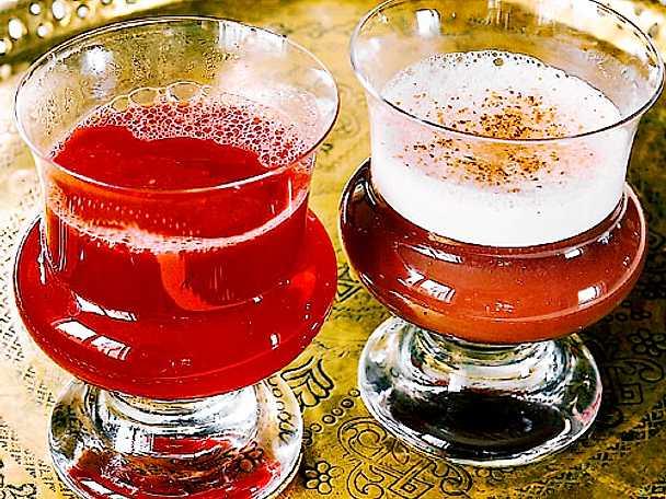 Två varma drinkar