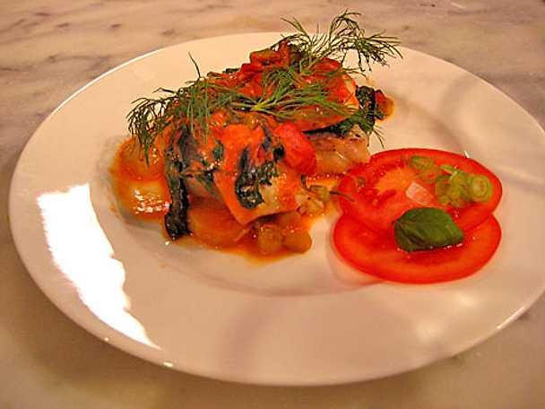 Ugnsbakad fisk med tomat och spenat