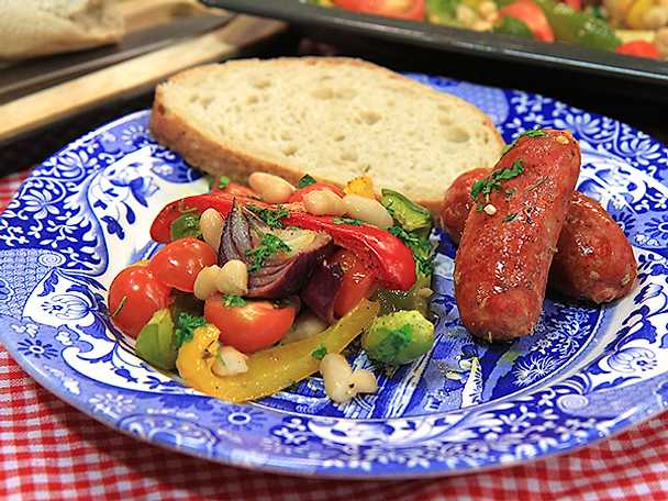 Ugnsbakad salsiccia med tomat, paprika och bönor