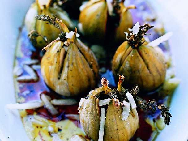 Ugnsbakade fikon med hallonbalsamico och pecorino