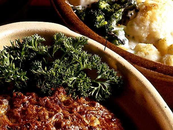 Ugnsfärs med gratinerade grönsaker