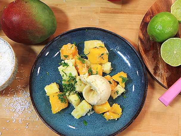 Ugnsrostad mango- och ananassallad