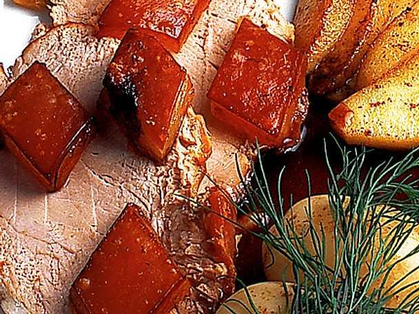 Ugnsstekt skinka med knaperstekt svål