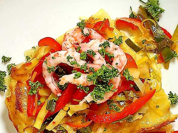 Ugnstortilla med frästa grönsaker och räkor