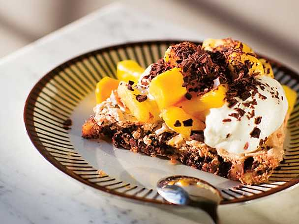 Valnötsbotten med mango och mörk choklad