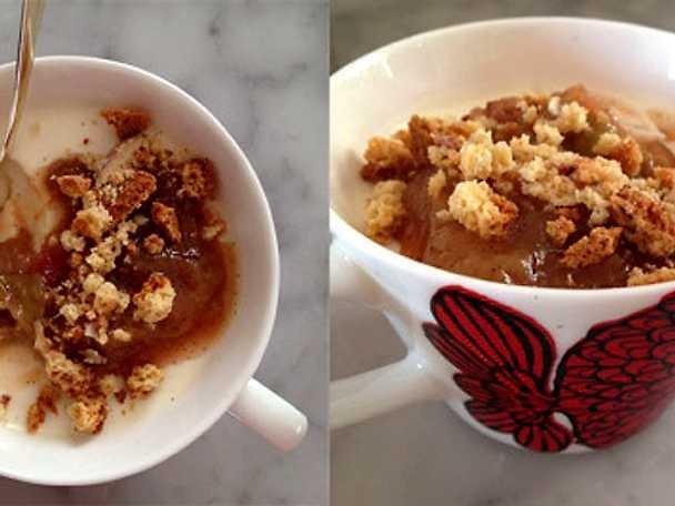 vanilj- och yoghurtpudding med stekta rabarber