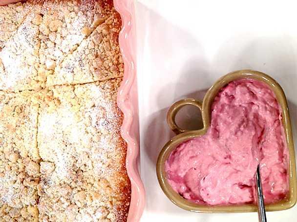Vaniljkaka med hallon- och kardemummakräm