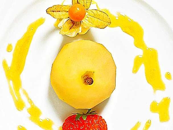 Vaniljkokta päron med aprikossås