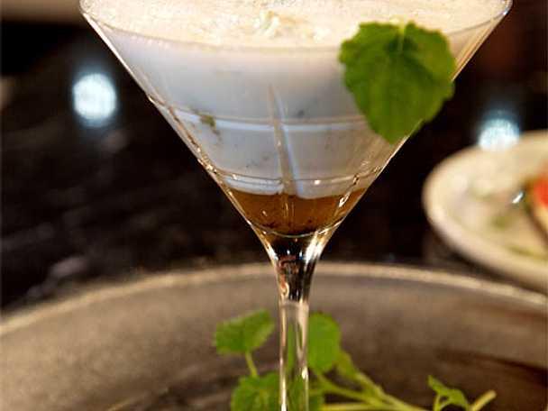 Vaniljmilkshake med konjaksflamberad frukt