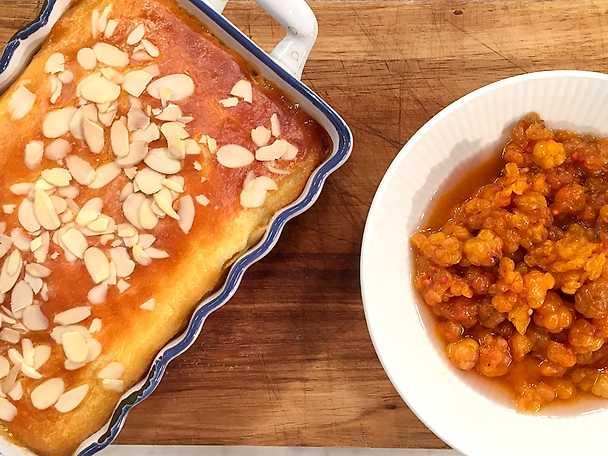 Varm getostkaka med mandel och hjortron