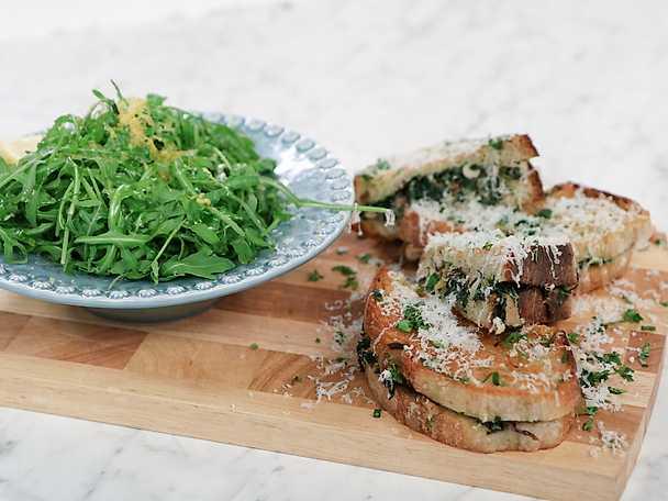 Varm macka med svamp- och örtröra