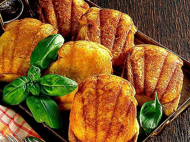 Varma dubelmackor med ost och skinka