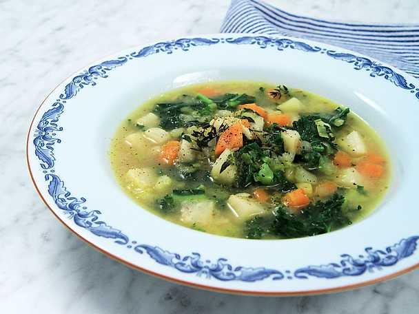 Värmande grönsakssoppa - se & gör