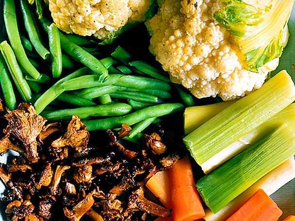 Varmt grönsaksfat med örtsmör