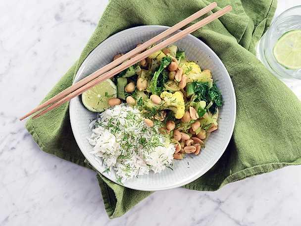 Vegansk currygryta med kokos och kål